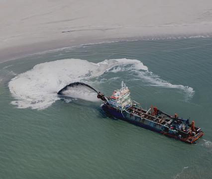 Opspuiten zand. Foto: Beeldbank Rijkswaterstaat / Joop van Houdt