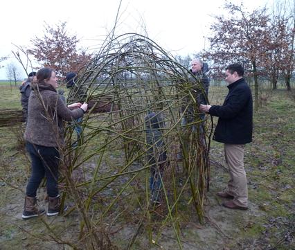 Natuurlijke hut bouwen
