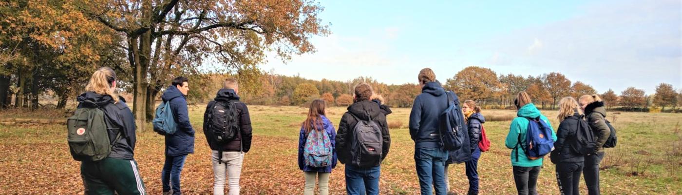 Groep studenten op bezoek in De Maashorst (foto: Jetske van den Berg)
