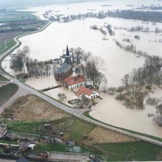 Hoogwater Kekerdom 1995 Bron Beeldbank Rijkswaterstaat