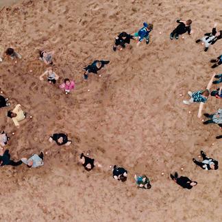 Happy Fish symbool door leerlingen van 't Schrijverke. Foto: Lars Soerink
