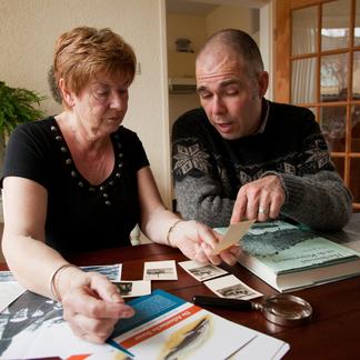 Het 'steurmeisje' en Gijs van Zonneveld, als steurendeskundige betrokken bij de terugkeer van de steur.