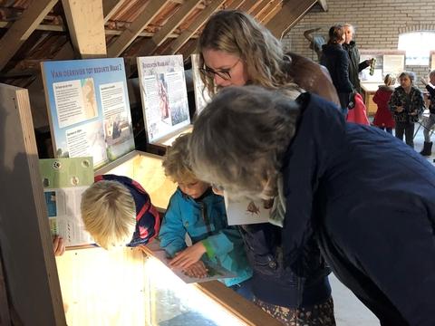 Bezoekers pop-up tentoonstelling