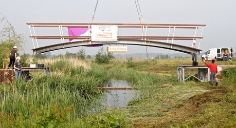 Plaatsing Kerke Brökske over Tungelroyse Beek