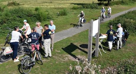 Fietsers bij uitkijkpunt Maashorst, foto: Martien van Dooren