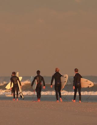 Zandmotor surfers