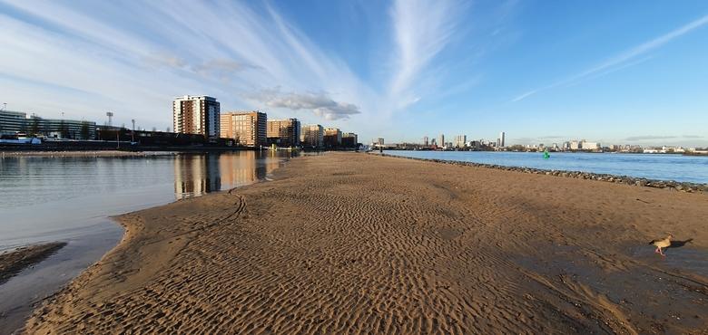 De opgehoogde zandplaten zijn een trekpleister voor watervogels. Foto: Bas Roels, WWF