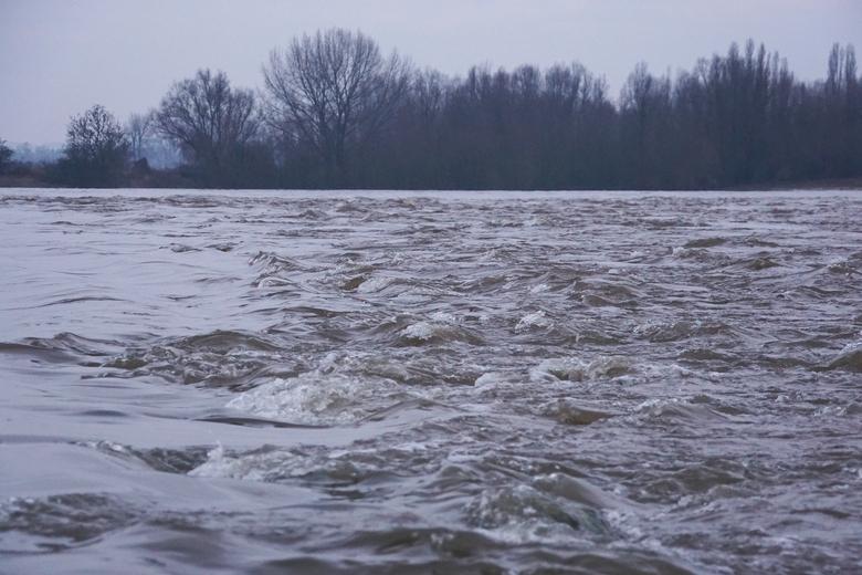 Smeltwater en regen zorgen voor hoogwatergolfje