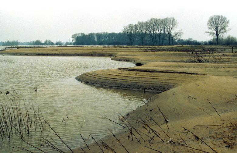 Zandafzettingen na hoogwater Millingerwaard 1995